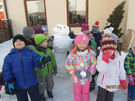 Wesołe zabawy na śniegu