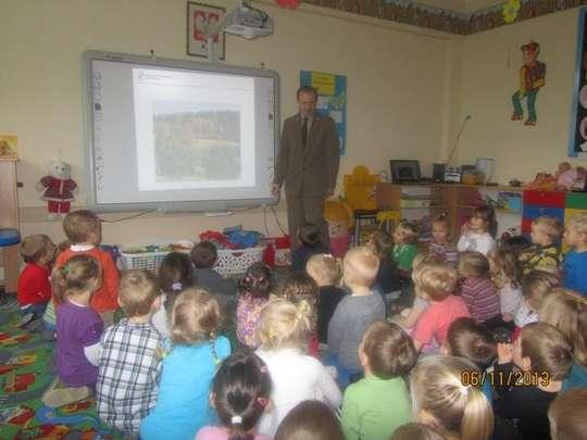 Spotkanie najmłodszych dzieci z Leśnikiem
